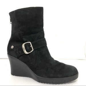 UGG5593 Gissella Black Suede Ankle Wedge Boots Sz7